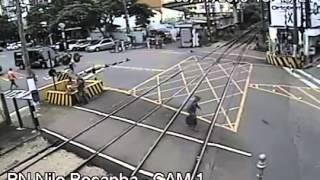Idoso é quase atropelado por trem em Barra do Piraí