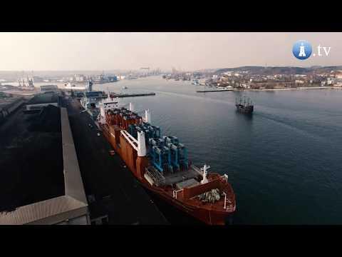 18 straddle carriers na pokładzie drobnicowca Slotergracht w Porcie Gdynia