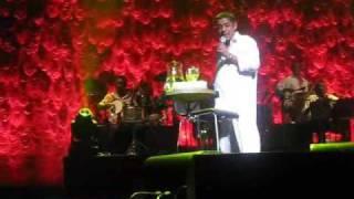 Zeca Pagodinho canta Faixa Amarela