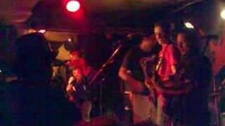 Decreto77-you're trash (live moita benefit 2008)