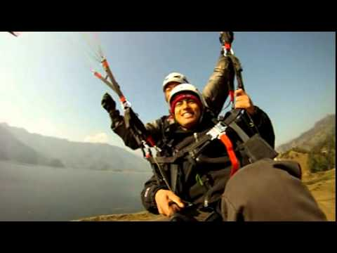 Flying in Paragliding and landing