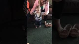 Ollie Hawley 5months old dancing to Kid Ink no strings