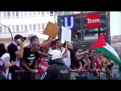 "Tomio Okamura: Muslimové skandují ""Adolf Hitler"" a ""Alahu akbar"" (Německo)."