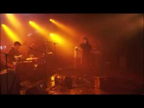 cate-le-bon-wild-la-route-du-rock-show-endors-z