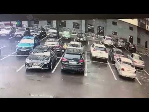 Юная велосипедистка повредила чужой автомобиль