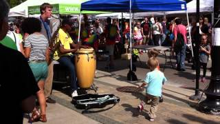 Derek Brown and Kay Smith street performing at Lincoln Square, Chicago
