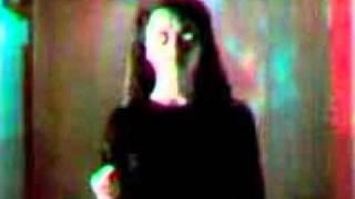 Vídeo assustador (não olhe nos olhos da menina)