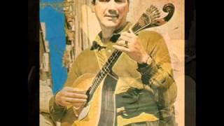 """Trago guitarras no sangue"" - MANUEL DE ALMEIDA"