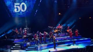 "Neil Diamond - ""Forever in Blue Jeans""  Live in Chicago on 5-28-2017"