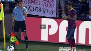 Dani Alves eats banana thrown from public | Villarreal vs Barcelona 2-3 | 2014