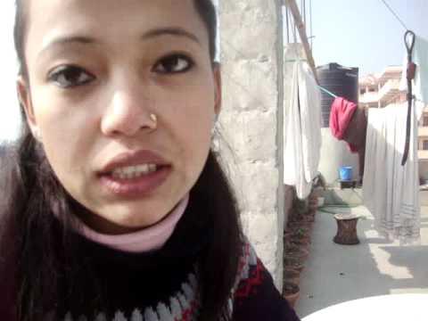 14   Prof. Keshari  Lama presenta dumblet tibetano.MPG