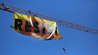 Óriás Greenpeace-molinó a Fehér Háznál