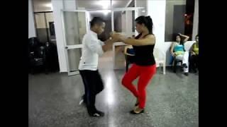 bailando salsa brava
