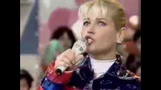 Xuxa canta 'Parabéns pra você' ao vivo! 1997