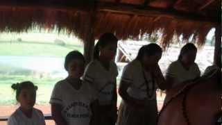 Gospel,indios cantam em tupi guarani faz chover de Fernandinho.
