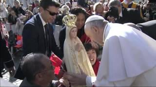 Papa Francisco abençoa imagem de Nossa Senhora de Fátima