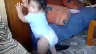 Bebé bailando la chapa que bibren
