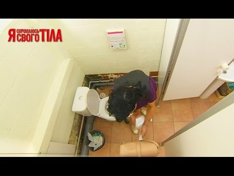 Девки из бара ссут в туалете мимо