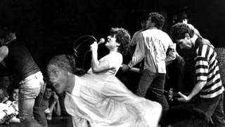 Circle Jerks - Dont Care / Live Fast Die Young ( Live early 80's )