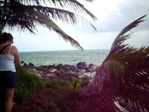 Nicaragua — Little Corn Island walking around the end of the island