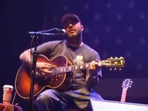 Aaron Lewis playing Mad Season River of Deceit live Acoustic Mohegan ...