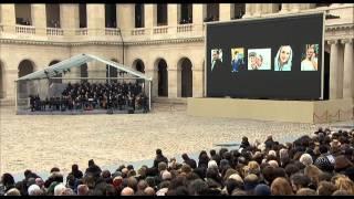 """""""Quand on n'a que l'amour"""" : hommage aux victimes des attentats"""