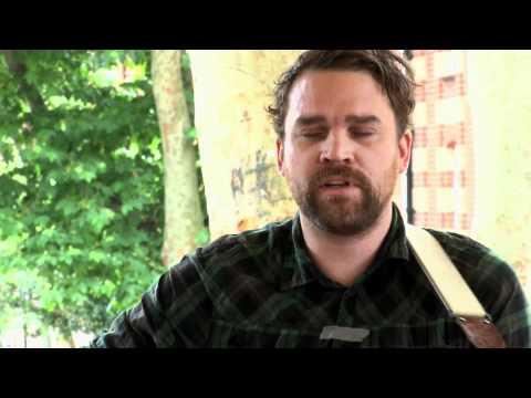 frightened-rabbit-the-twist-bandstand-busking