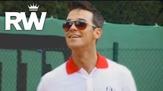 Robbie Williams | 'Eternity' | Robbie Shows Off His Golfing Tricks