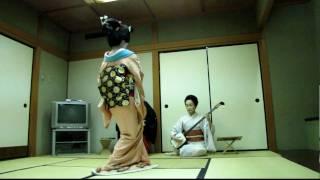 Geisha dancing 02