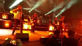 Dropkick Murphys- I'm Shipping Up to Boston (LIVE)