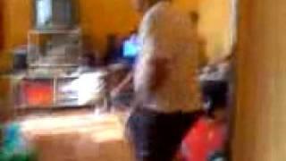 la caroba bailando el sonidito