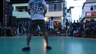 DANÇA DAS FAVELAS : B-boy JT - (bakugan ) VS B-boy Chris - (Original Flow Kidz) .AVI
