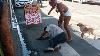 Comeu a puta e não pagou mulher arrebenta homem na porrada em Manaus