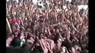 Pearl Jam - Climbing, stage diving, crowd surfing...