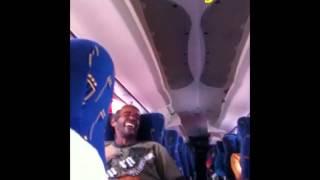 Bêbado anima viagem dos passageiros!