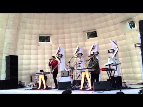 chromeo-dont-turn-the-lights-on-live-parque-mexico-2011-edmundo-hidalgo