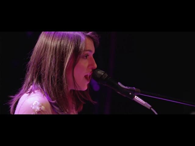 Video en directo de Rubio, tocando la canción believe en el teatro Alfil.