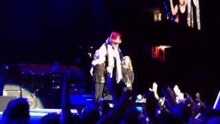 Fleetwood Mac Detroit- Stevie and Mick final goodbyes with Mick's twin girls