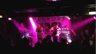 Vukovi - Thick Skinned (Live)