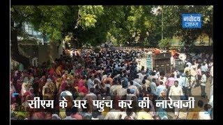 दिल्ली में MCD के कर्मचारियों ने CM Kejriwal के आवास पर किया प्रदर्शन