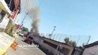 Se viste de héroe agente de tránsito: saca de las llamas a 6 menores