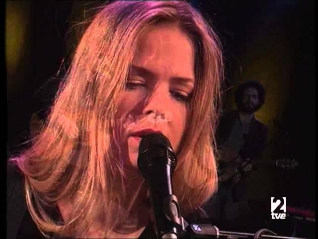 """Vïdeo de """"Verano Fatal"""" de Nacho Vegas y Christina Rosenvigne en concierto para Radio 3"""