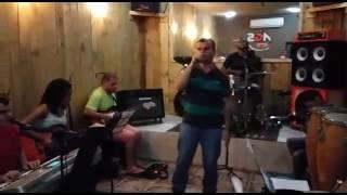 Banda Segnos canta Tim Tim - Musica de Wesley Safão