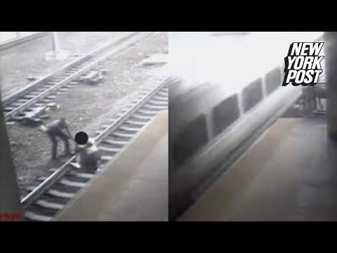 Un om este salvat din fata trenului