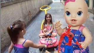 Baby Alive Hora do Xixi boneca Homem Aranha Spider Man Marvel filha brincando carrinho Toys Kids
