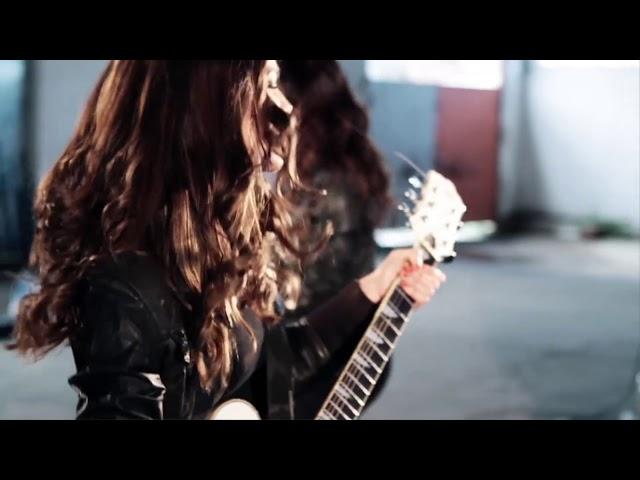 Vídeo de la canción El Club de Los Ladrones de Vikxie