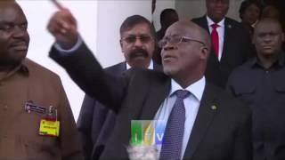 Rais Magufuli akutana na Mmiliki wa Kiwanda cha Saruji cha Dangote Alhaji Aliko Dangote Ikulu DSM.