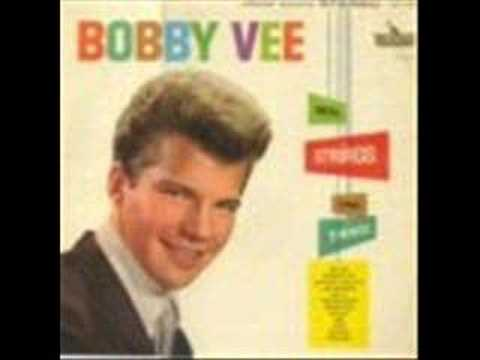 The Night Has A Thousand Eyes de Bobby Vee Letra y Video