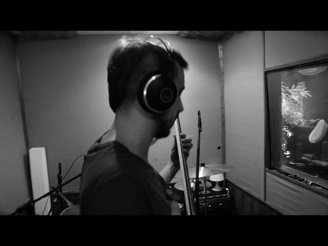 """Videoclip oficial de la canción """"Los Monstruos"""" de Alfre Camarote."""