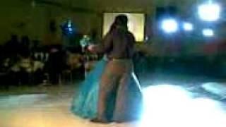 mister ventas bailando en una quinceañera